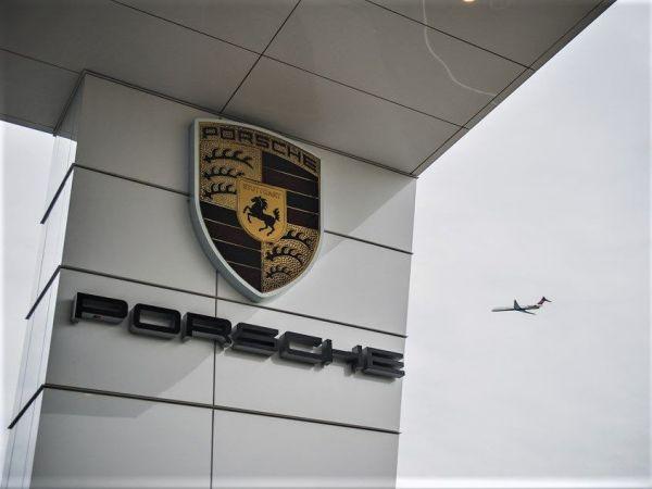Asta da Record : Porsche celebra i 70 anni - UN'AUTOMOBILE TUTTA D'ORO