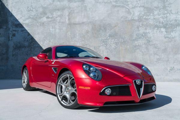 Alfa Romeo 8C Competizione: la classica del futuro