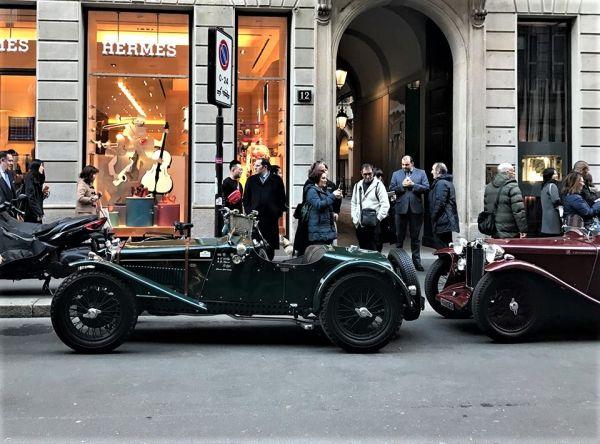 Milano: 25 auto anteguerra in Via Montenapoleone